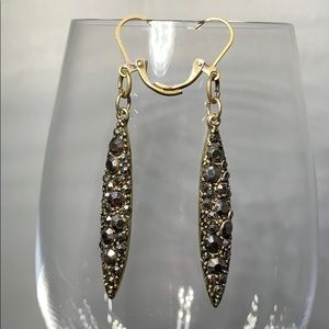 Jewelry - ✨Gold dangle earrings with black crystals✨